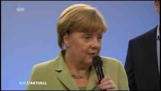Angela Merkel konfrontiert mit weinendem Flüchtlingsmädchen