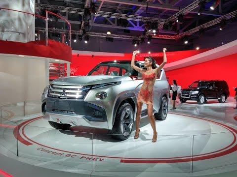 Девчёнки зажигают | Московский автосалон | Mitsubishi (Митсубиши)