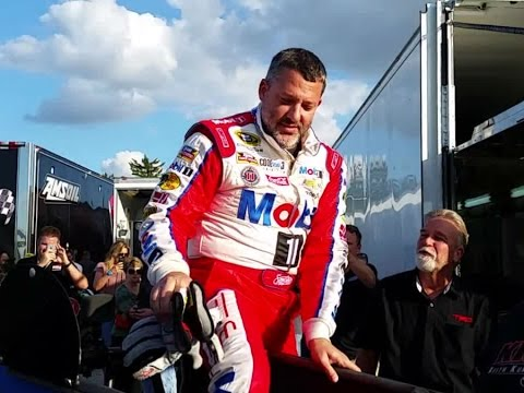 Tony Stewart takes a spin on dirt track at IMS
