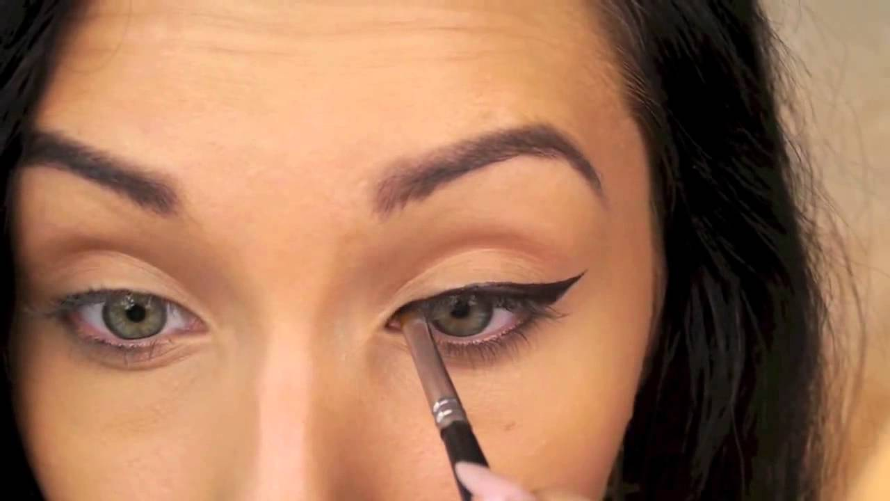 perfect winged eyeliner tutorial �� cat eye liner youtube