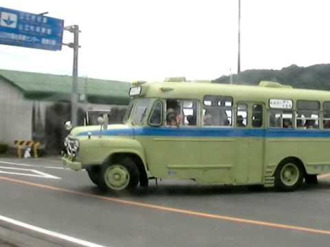 ボンネットバスの集団走行