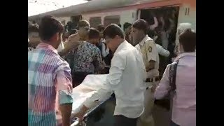 Watch: Police carry body in crowded local in Thane