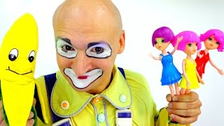 Funny Clown and Doll Party. Toys for girls: Choosing a dress for going out!