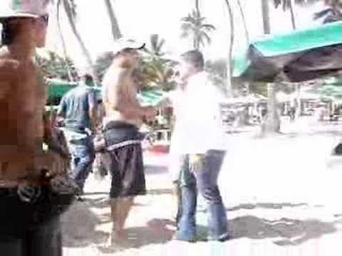Borrachos Peliando En La Playa el dia 1ero
