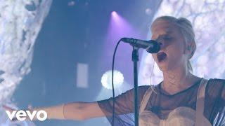 "AURORA - 「VevoHalloween 2016」でのライブから""Under The Water""など2曲の映像を公開 thm Music info Clip"