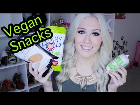 Unboxing: Vegan Cuts Box! (Vegan Snack Ideas)