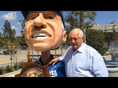 Tommy Lasorda meets his life-size bobblehead