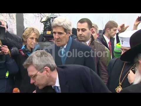UKRAINE:KERRY LAYS FLOWERS AT KIEV MEMORIAL