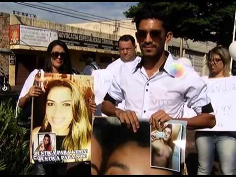 Amigos da jovem Kesia Freitas Cardoso fazem protesto nesta manhã (26)