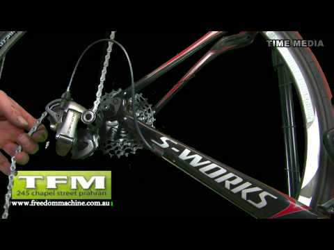 An instructional video from the Freedom Machine Prahran explaining how to change a chain with a wippermann link. Step 1 Release the chain tension - using der...