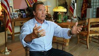 Arnold Schwarzenegger im Gespräch mit Günther Ziesel