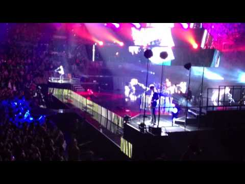 Muse &quot;The 2nd Law: Unsustainable&quot; and &quot;Uprising&quot; Live in Las Vegas March 17, 2013