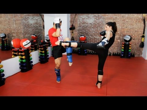 How to Do a Roundhouse Kick Defense | Kickboxing Lessons Image 1
