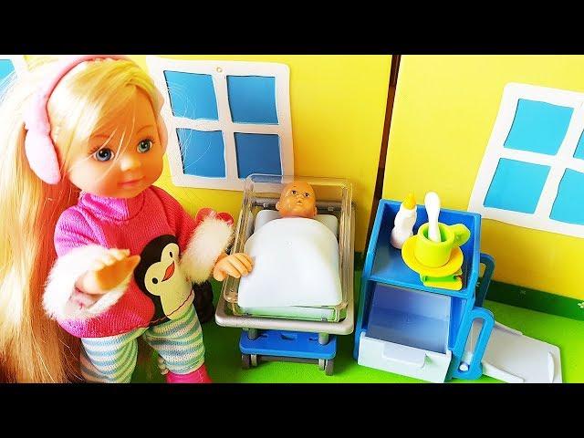 Rodzinka Barbie - Dziecko Barbie w szpitalu ciężko chore - bajki dla dzieci po polsku