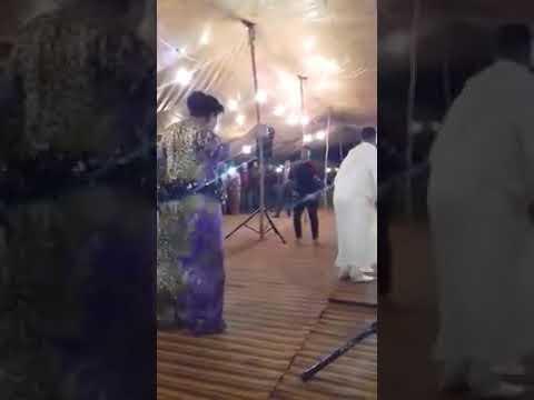 شاب يرقص اجمل من الراقصة ههههه thumbnail
