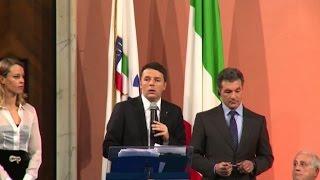video Roma, (askanews) - Così il premier Matteo Renzi alla cerimonia di consegna dei collari d'oro per il mondo dello sport, ha lanciato la candidatura dell'Italia, e di Roma, per i Giochi Olimpici...