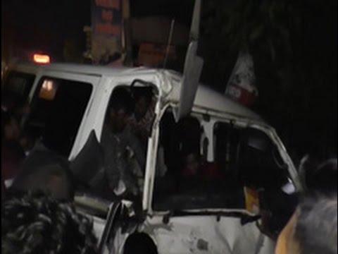 van crashes into par|eng
