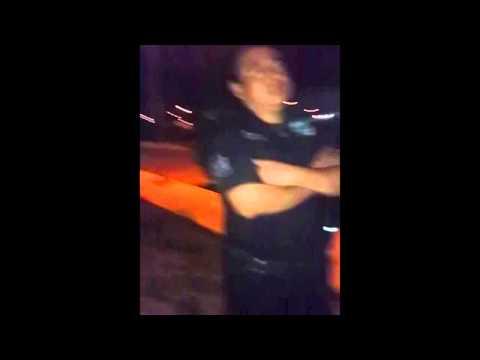 Policías despojan a ciudadano de su celular y lo detienen por grabarlos en su propiedad
