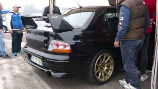 Mitsubishi Lancer Evo VII 7 Drag racing - Powerfull revs, exhaust sound, engine at 7000rpm!
