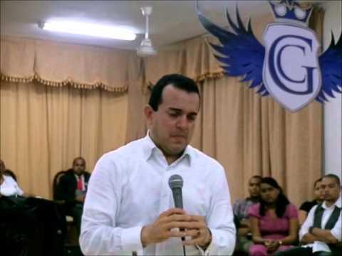 ICMCRD El Apostol Rafael Ramirez en la Iglesia de Cristo Misionera Central en RD 2