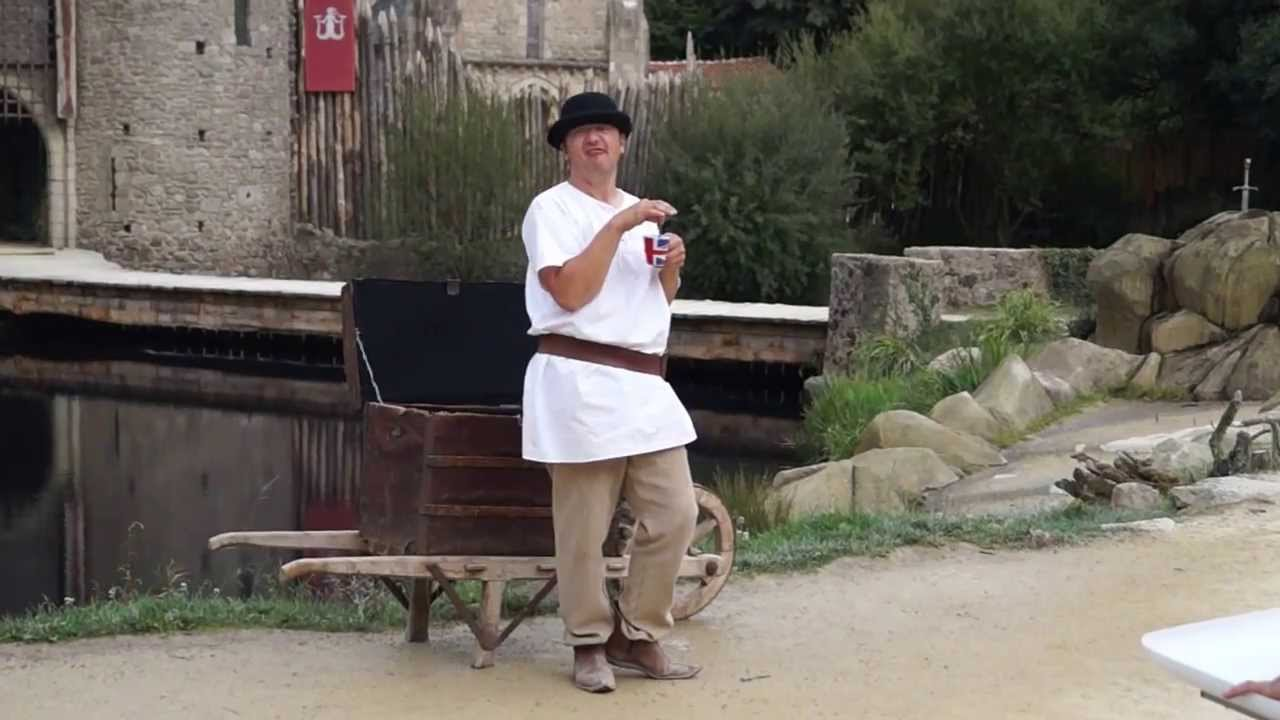 Le puy du fou les chevaliers de la table ronde youtube for Table ronde 52 chimay