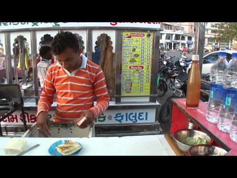Cheese Butter Toast Sandwich at Lunsiqui sandwich cart, Navsari, Gujarat, India; 7th April 2012
