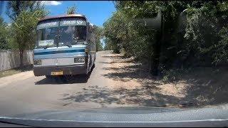 Autobuzul Mereni MER 002 creaza situatie o stupida de accident!