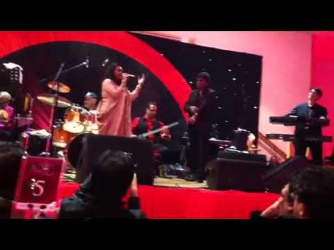 Shabbir Kumar Live - Jab Hum Jawan Honge with Priyanka Mitra