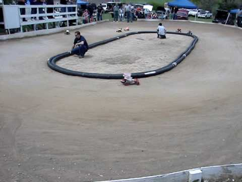 Checkered Flag Raceway * RC Dirt Oval Race Track * 5-3-09 * Sprint Cars Video