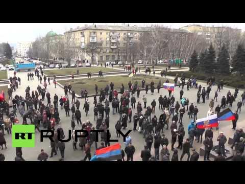 Ukraine: Pro-Russia protesters enter Donetsk regional admin building