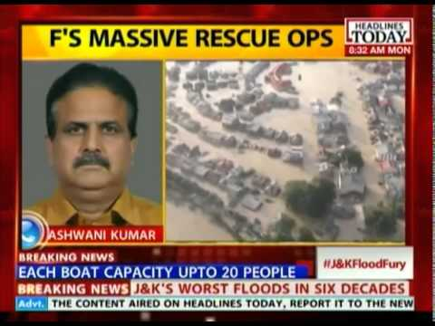 Air Force airlifts 20 motor boats into Srinagar for rescue work