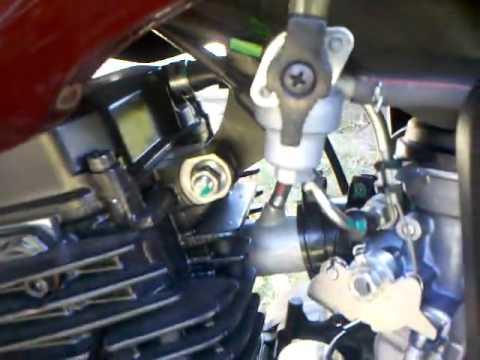 Yamaha FZ 16 Modelo 2012 (motor en marcha)