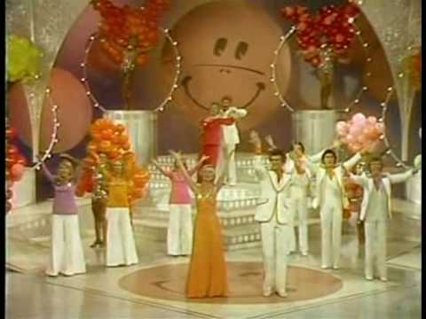 Brady Bunch Hour: Happy Medley Video