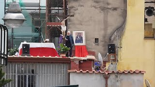 Coronavirus, messa sul tetto della parrocchia a Napoli: