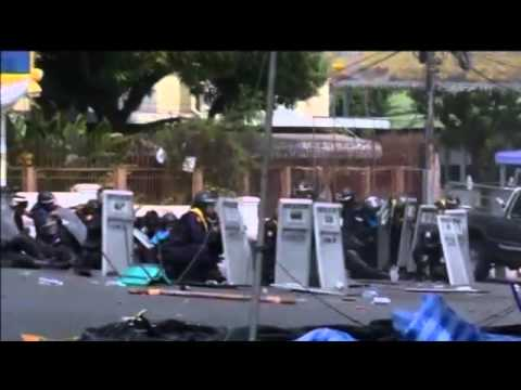 Thai riot police clash with protesters - 2014
