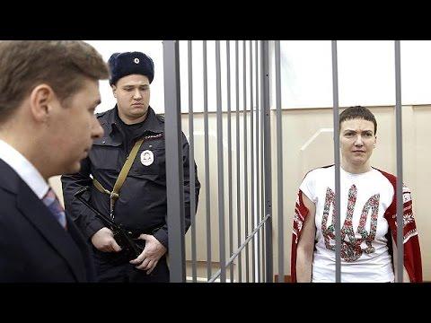 أوكرانيا: الرئيس بيترو بوروشينكو يمنح الطيارة ناديجدا شافشينكو المحتجزة في موسكو لقب بطلة أوكرانيا