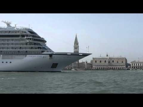Venise - Viking Star Ship - Place Saint-Marc . Le 6-04-2016 .