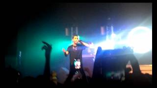 G-Eazy Performs New Song
