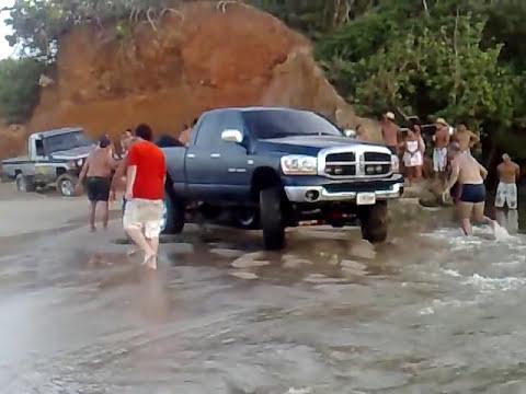 Toyota Hembrita Sacando a Dodge Ram