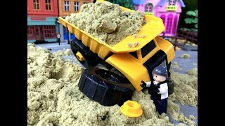 Automobile toys!The sand is too heavy to crush the sand truck. Kid toy video丨CW Toys TV