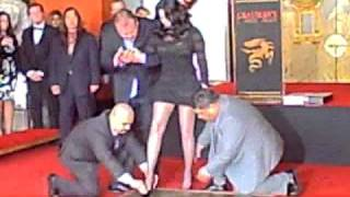 Cher Honored with Hands and Footprints Ceremony at Grauman's Chinese Theatre (18.11.2010)