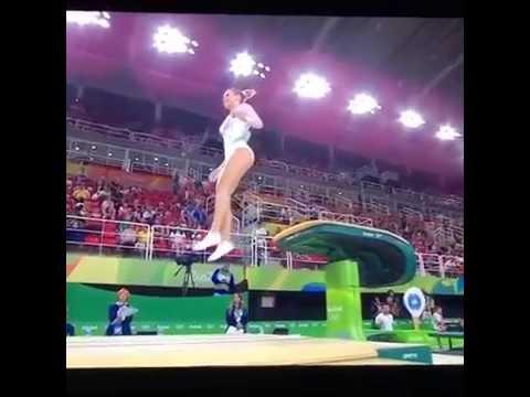 Ginasta croata Ana Derek fura o salto Olimpíadas Rio 2016