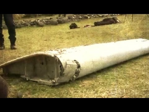 Crews examining debris for links to missing  MH370 plane
