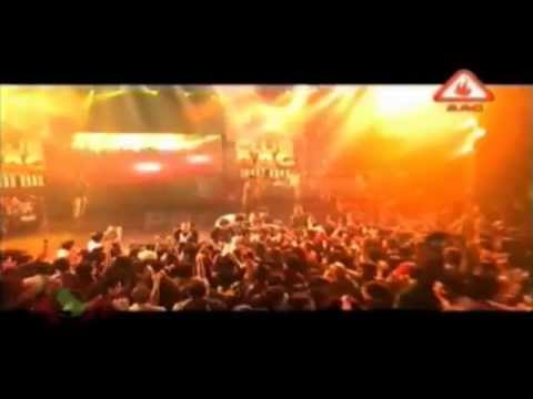 Imran Khan Singing Live Pata Chalgea (Karachi - Pakistan) Aag...