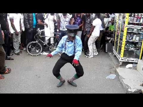 azonto dance with akexi