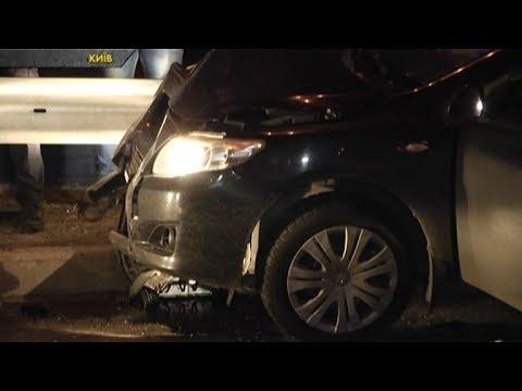 Водій Тойоти влаштував перегони з поліцією і протаранив Мерседес