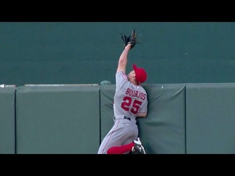 Peter Bourjos robs a homer with unbelievable catch