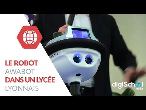 Le robot Awabot en pleine action dans un lycée lyonnais