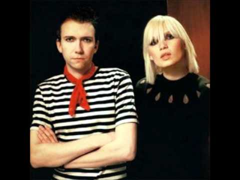 The Raveonettes - Experiment in Black