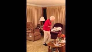 Ինչպես է 93-ամյա տատիկը երկրպագում իր սիրած թիմին